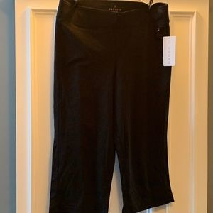 Danskin Women's Yoga Crop Pants ~ XL ~ Black ~ NWT